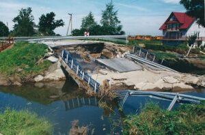 zerwany most na DK44 w Przeciszowie