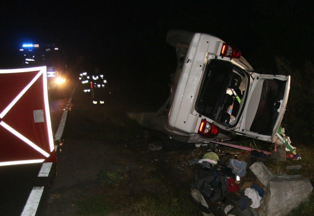 KPP Oświęcim. Samochód Dodge wypadek śmiertelny Włosienica
